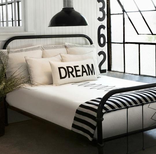 black-and-white-bedroom-design-19
